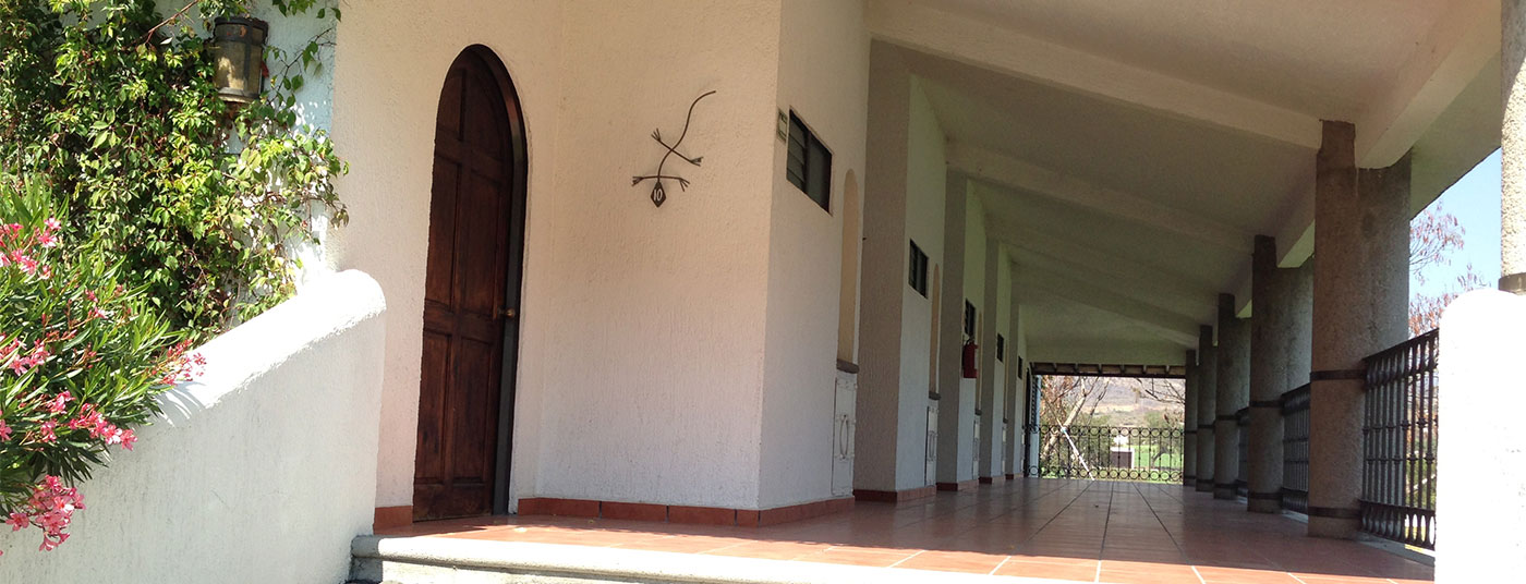 """<a href=""""http://www.hoteliguanas.com/galeria2/"""">Disfruta de nuestras <strong>cómodas habitaciones</strong></a>"""